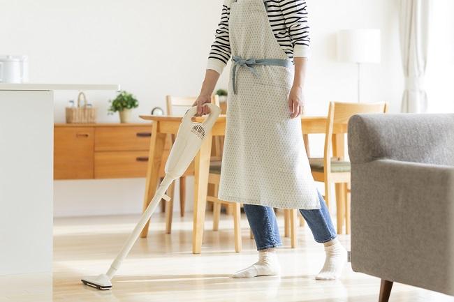 掃除する人
